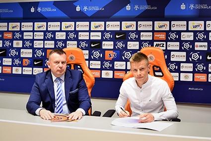 Jakub Żubrowski podpisuje kontrakt z Zagłębiem